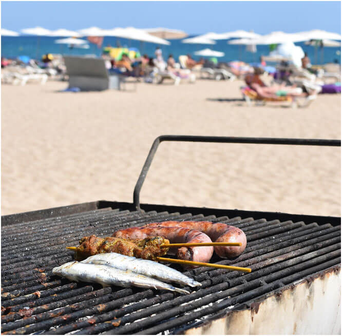 Charcoal Braai Briquettes - Braai on the beach with HiFlame Charcoal